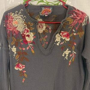 EUC waffle knit Johnny Was embroidered top grey